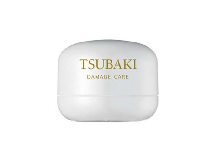 白色高純度椿蜜白金深層修復髮膜 (TSUBAKI/ 180g/ 約台幣560元) —— 毛躁分岔打結的髮尾,只需要使用它5分鐘! 就可以達到柔順的效果,香氣更是迷人! 在一般超市也很好入手!