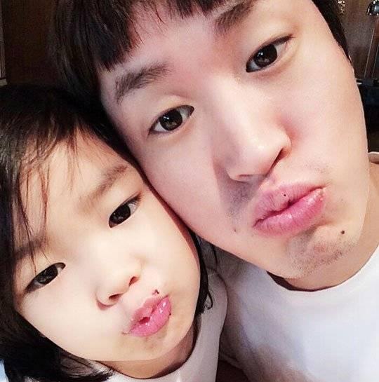 更不用說Tablo和女兒Haru一起上了育兒實境秀《超人回來了》 Haru超SWAG的態度 跟Tablo女兒癡的畫面~廣受大家的歡迎~