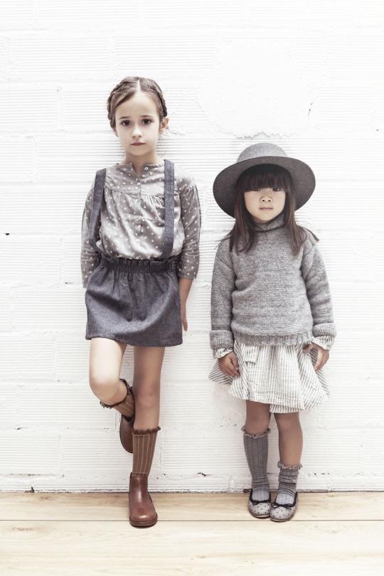 如果可以有兩個女兒的話, 絕對也要來個同系列的姊妹裝~(滿足)