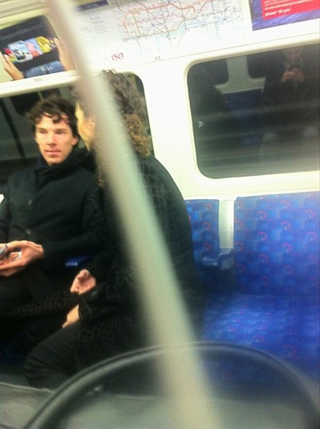 讓我們先從西洋明星看起 原來「福爾摩斯」也會搭地鐵~ 他是英國男星班奈狄克