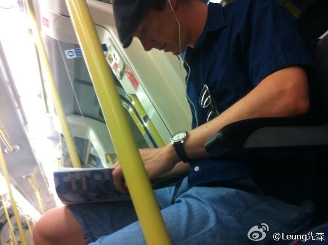 看來班奈迪克真的很愛搭地鐵