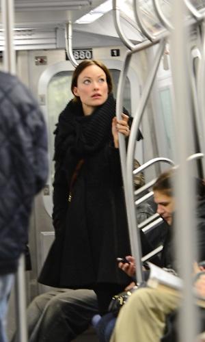 奧利維亞魏爾德果然是名模出身 連搭地鐵都像在拍海報