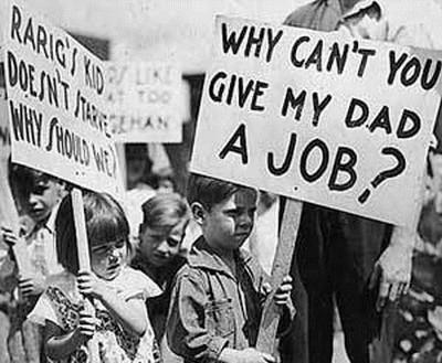 隨著銀行破產,金融流通困難的情況下, 許多公司和工廠也都倒閉,失業人口更是跟著大增!