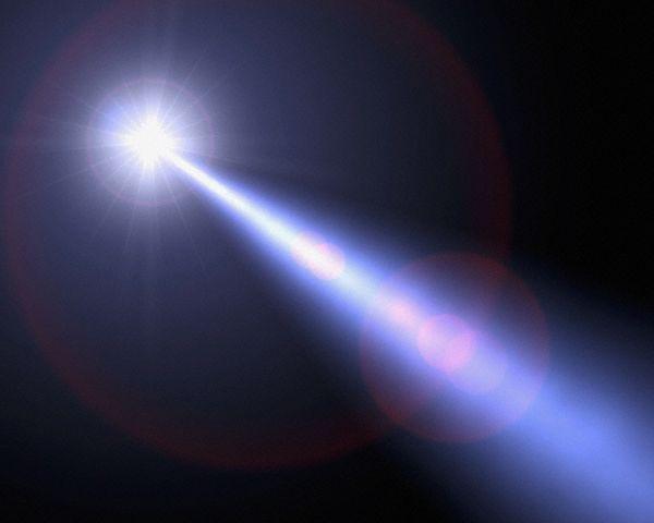 這個答案正是......『光』!  萬一光戴上手錶的話,手錶則是永遠不會移動! 換句話說:光的時間是靜止的!