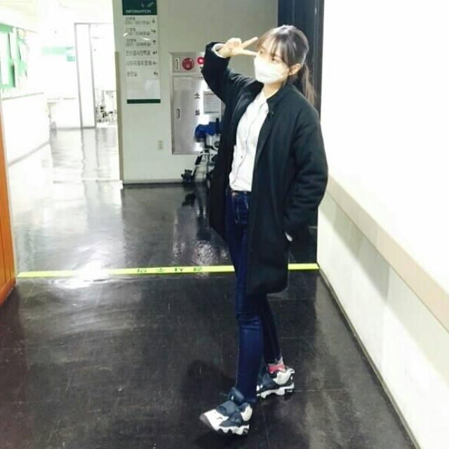 即使如此~還是有幾個案例發生在首爾的醫院 所以我們首爾的學生也開始戴口罩上學了~