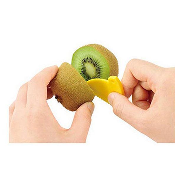 小刀片一樣是拿來將奇異果切半用的!