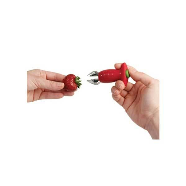 如果用這個蒂頭切除刀的話,只需要用它將草莓蒂頭夾住!