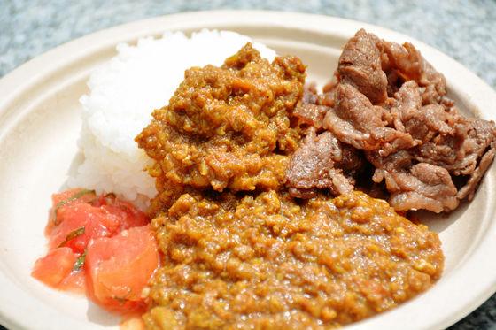 「牛肉咖哩飯」~(1盤500日幣)