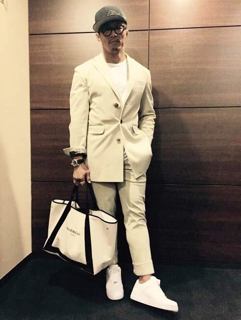 如果真的要穿的話,我喜歡全白的搭配! 從頭帥到腳是吧?(大笑)