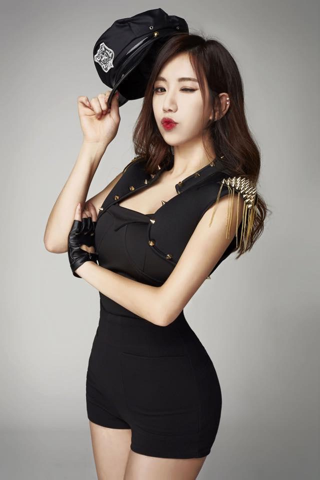 放心!她的正面是個大美女! 她就是讓韓國廣大鄉民們熱烈討論的芮呈和!