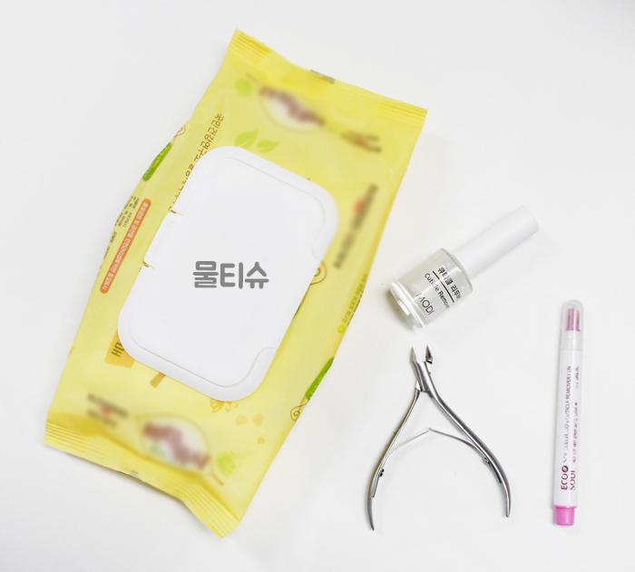 開始前,你需要準備這些小道具! 濕紙巾、指緣去角質液、指甲剪,還有推棒!