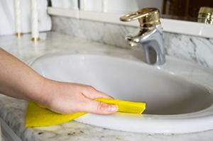 3. 清除洗手台污漬
