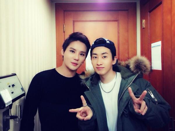 尤其是曾經在SM經紀公司、以東方神起組合出道的JYJ俊秀 跟同門師弟SJ的銀赫,更因為同齡同故鄉成為至親好友!