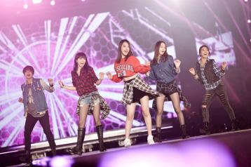 接著是擁有三國籍成員的SM娛樂藝人:f(x) 韓國、中國、美國(硬要強調其中有台裔XDDDDD)