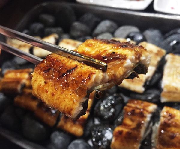 首先,蒲燒鰻魚口味! 由小編2號、3號來評價一下!