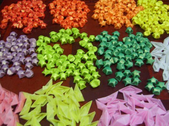 還記得嘛?折紙鶴或是星星,累積999個還能許願呢! 你們試過嗎?