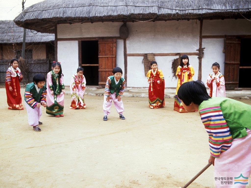 最後來介紹一個韓國人的傳統遊戲「打尺」~