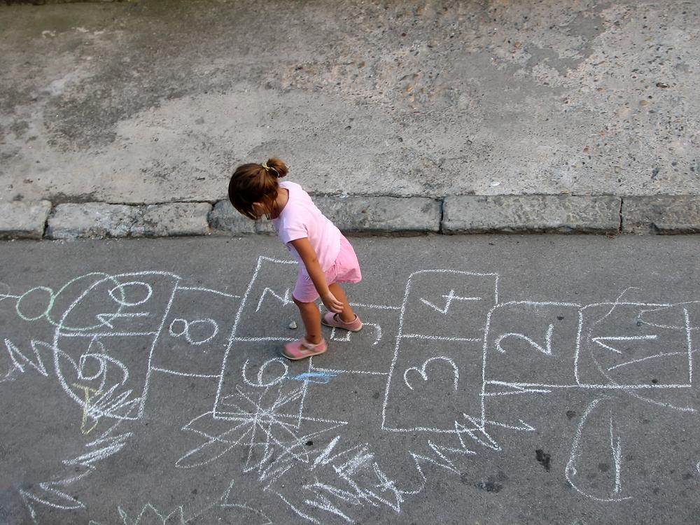 看了這麼多童年的小夥伴們~是不是充滿回憶啊? 大家小時候都玩過哪些呢?快點留言跟我們分享吧!