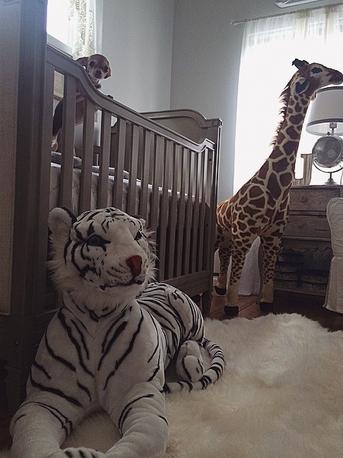 即將面臨臨盆的她, 為了新生兒的到來,也早早動手準備了寶貝房~♥