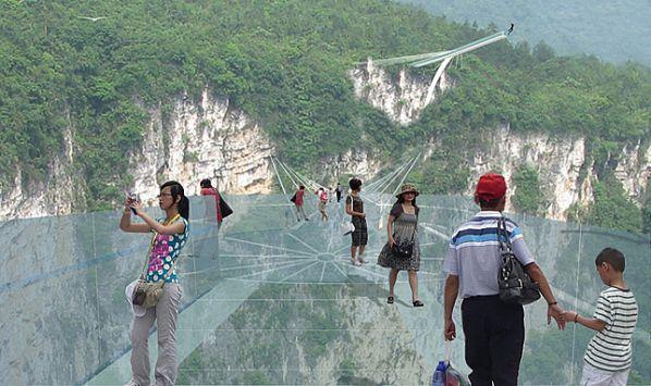 中國方面,也計畫在這條透明大橋完成後, 將籌備在這條透明大橋上進行時尚大秀的計畫! (覺得模特兒會腳軟)