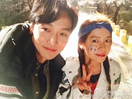 和最近拍攝的新戲《前女友俱樂部》的合作夥伴卞耀漢,一起友情認證照!:)