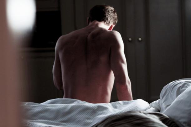 大家~喜歡男生的背嗎? 從背面看過去~會很想撲上去的背,你看過嗎?