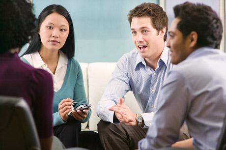 3. 對話內容要有主題!  說沒話聊,只是藉口! 請試著站在對方的立場上想想看,可能什麼樣子的話題(興趣、關心的事情等) 對方會覺得有趣,再進行對話吧!