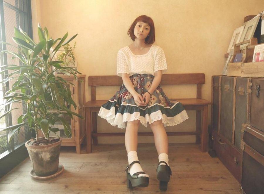 荒井愛花有著嬌小可愛的151公分身高,在日本活躍於模特兒界中喔!