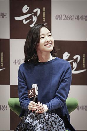 2012年的韓國電影<蘿莉塔:情陷謬思>中,令人嘆為觀止的那個女孩~