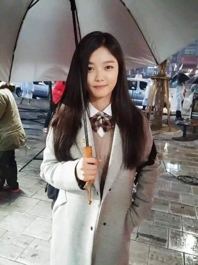 韓國學生的校服呢~基本上從日本殖民時代開始 所以風格多少跟日本的很接近