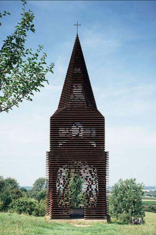 不但富有建築的新美學 其實也代表了透明化宗教的哲學意義