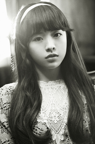 還有嘟嘟的翹唇~ 都不太像是典型韓國人吧?