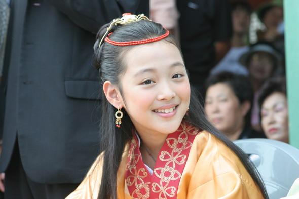雪莉從2005年的電視劇《薯童謠》開始從事演員活動, 包含2012年電視劇《致美麗的你》、2014年電影《時尚王》, 都不斷有演藝作品推出~