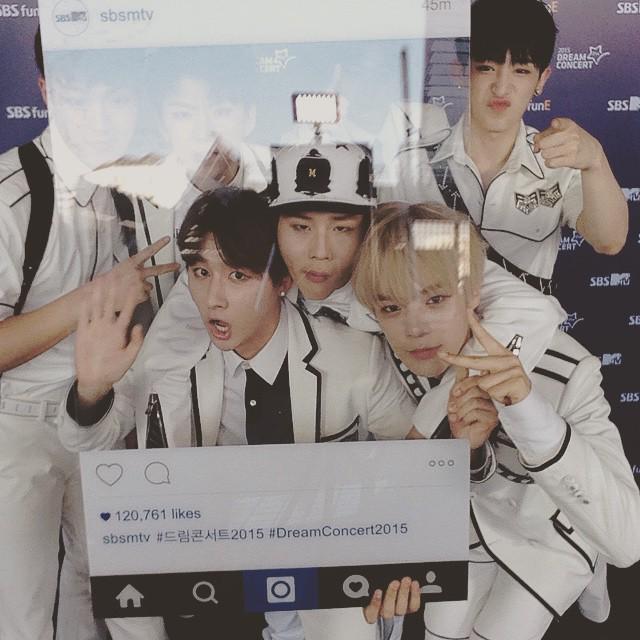 韓國每年舉辦的「夢想演唱會Dream Concert」 是韓國政府為了鼓勵青少年懷抱夢想,舉辦的大型慶典! 當然要夠紅才會邀請!  然而這個出道僅10天,就受邀參加夢想演唱會的團體.....