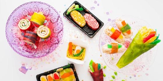 糖果有種特別的魅力,大人小孩都對它著迷,儘管它一直被認為是影響吃正餐胃口的零食之一,美國紐約一家糖果專賣店,利用各式軟糖、糖膠、彩虹糖等糖果作為材料,製作出來一系列壽司造型糖果。