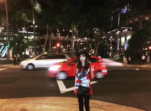 她不只在夏威夷到處遊玩,還上傳了很多的照片,讓人看了羨慕又妒忌