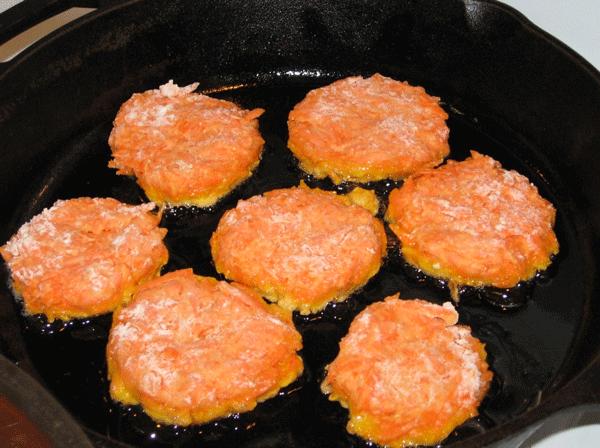 雖然這道菜是很多媽媽在家裡都會做的紅蘿蔔料理,可是不愛紅蘿蔔的孩子們~反應依舊還是很堅定呢!