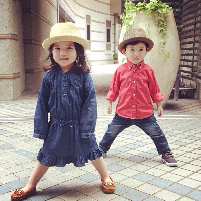 果然雙胞胎就是雙胞胎,一舉一動都是那摸的相像呢!