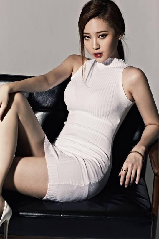 沙朗史東的魅惑形象~讓所有男人都噴鼻血~就像Yura這身緊身衣的效果(摀鼻子)