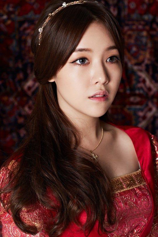 雖然她的靈氣比較難以模仿~但是珉雅漂亮的五官還是看起來非常美麗呀~♡