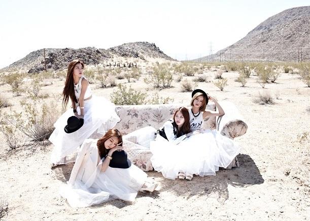 即將比少女時代早一天回歸(7/6)的Girl's Day表示: 好在白白攏是沙,我們沒選沙灘而是沙漠~不然就連三撞了(汗)