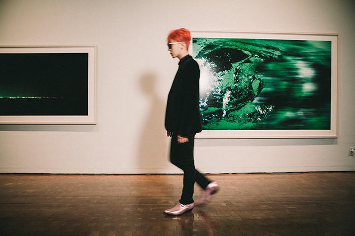 「很多人聽說我辦展覽時都很驚訝。我既是做音樂的人,也是從事大眾文化事業的人。希望通過這次機會能全面地一覽現代藝術。我想做一個將大眾文化和現代藝術結合在一起的展覽。」