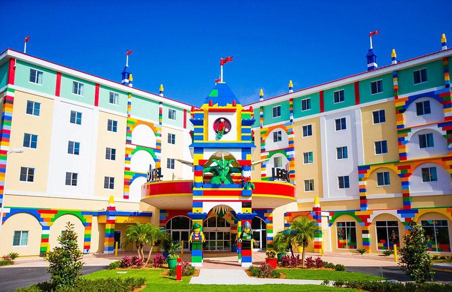 為了完成所有大朋友、小朋友們的夢想!所以它誕生了~「樂高飯店」!!!(鼓掌!!!)
