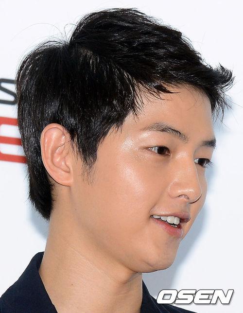 *宋仲基—演員: 感覺他吃到辣的食物,就會整臉泛紅的長相XD