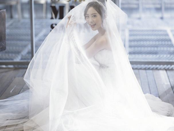 誰能娶到這摸漂亮的新娘子,真的是上輩子修來的好福氣呀~(羨慕)