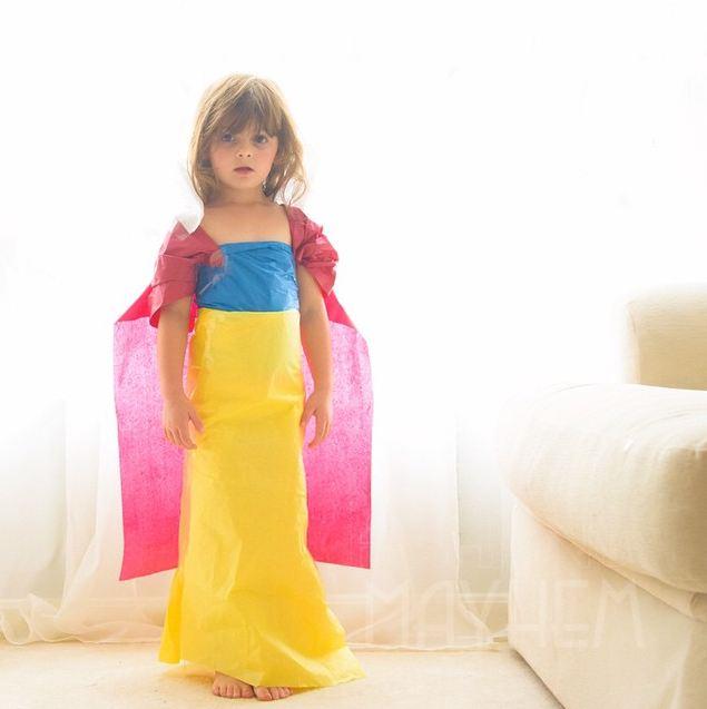 媽媽一動手,女兒就變身成白雪公主了~(口愛)