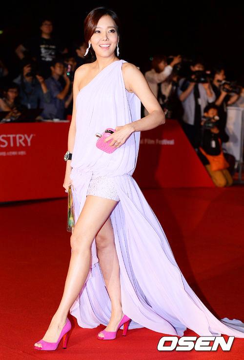 老公是韓國知名餐飲企業家,現在可是一個美麗人妻兼演員捏~