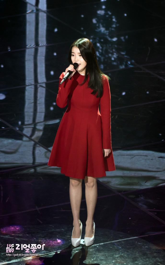 IU雖然作為一人歌手,展現不需要靠團體也能突出的驚人實力 但是一人歌手的缺點就是.....