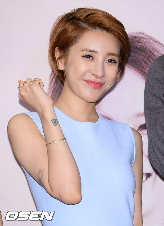 因為韓團大戰就默默發片的仁英姐姐~♥ 讓我們也來支持她一下吧~Fighting~