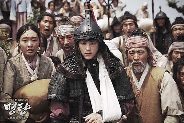 在電影<鳴梁>中,飾演李舜臣將軍的兒子李回一角後,在韓國的大眾認知度大大提升!